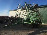 JD 980 Field Cultivator, 35' walking tandems on main frame & wings, 3 bar tine drag, One Owner
