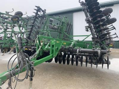 JD 726 Soil Finisher, 30', single point depth control, walking tandem on main frame & wings, 5 bar spike tooth drag