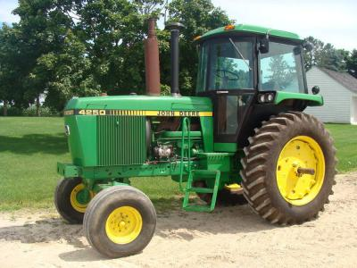JD 4250, C.A.H., 2WD, 2265hrs., PS, 15 sp.,2 hyd., quick hitch, 18.4-38, S/N 6667