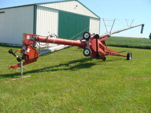 Hutchinson 65 x 10 auger, swing away hopper,pto, w/hyd. driven wheels