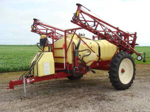 Hardi Navigator, Nav 1000M, sprayer, 1000 gal., 60' Eagle hyd. boom, hyd. drive pump, monitor, 3 way nozzle, flush & rinse system, chemical inductor, 12.4-38 high tires (1 Owner)