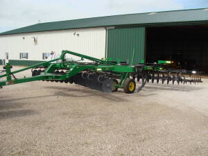 2007 JD 512 Disc Ripper, 7 shank w/McFarlane 5 bar spike tooth drag (low acres - 1 owner)