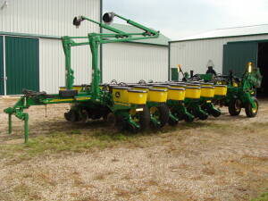 2007 JD 1770NT, 16 row Planter, vacuum, no-till coulters, Keaton Seed firmers, Insect., corn & bean boxes, herbicide boxes, JD 350 monitor (1 Owner)