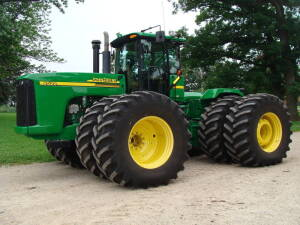 2007 JD 9520, 4WD, 2425 hrs., deluxe cab, active seat, auto trac ready, PS, 4 hyd., wheel weights, 800/70R38 w/axle duals, S/N PO51833