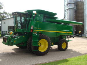 2011 JD 9770 STS, 631 sep., 871 eng., deluxe cab, suto trac ready, Contour Master, 22 1/2 high capacity unload auger, chopper, Mauer bin extention, yield monitor, single point hook up, 20.8-42 w.duals, S/N 740287