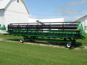 2012 JD 630F Hydra Flex Grain Head ( 1 owner)