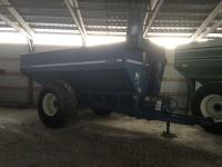 Kinze 440 Grain Cart, roll tarp, scale, new augers, chains,
